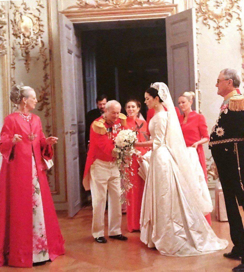 Mary Of Denmark S Wedding Royal Wedding Dress Denmark Wedding Royal Brides [ 1032 x 927 Pixel ]