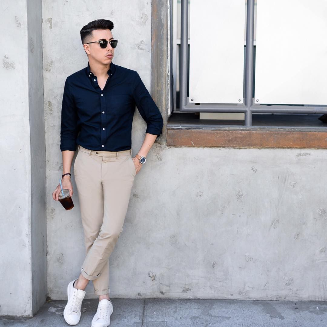 Die White Sneakers Beige Chinos Navy Simple Shirt Formal Mens Fashion Mens Fashion Casual Outfits Formal Men Outfit