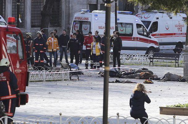 Attentato all'aeroporto di Istanbul: grave il bilancio delle vittime, almeno 60 morti