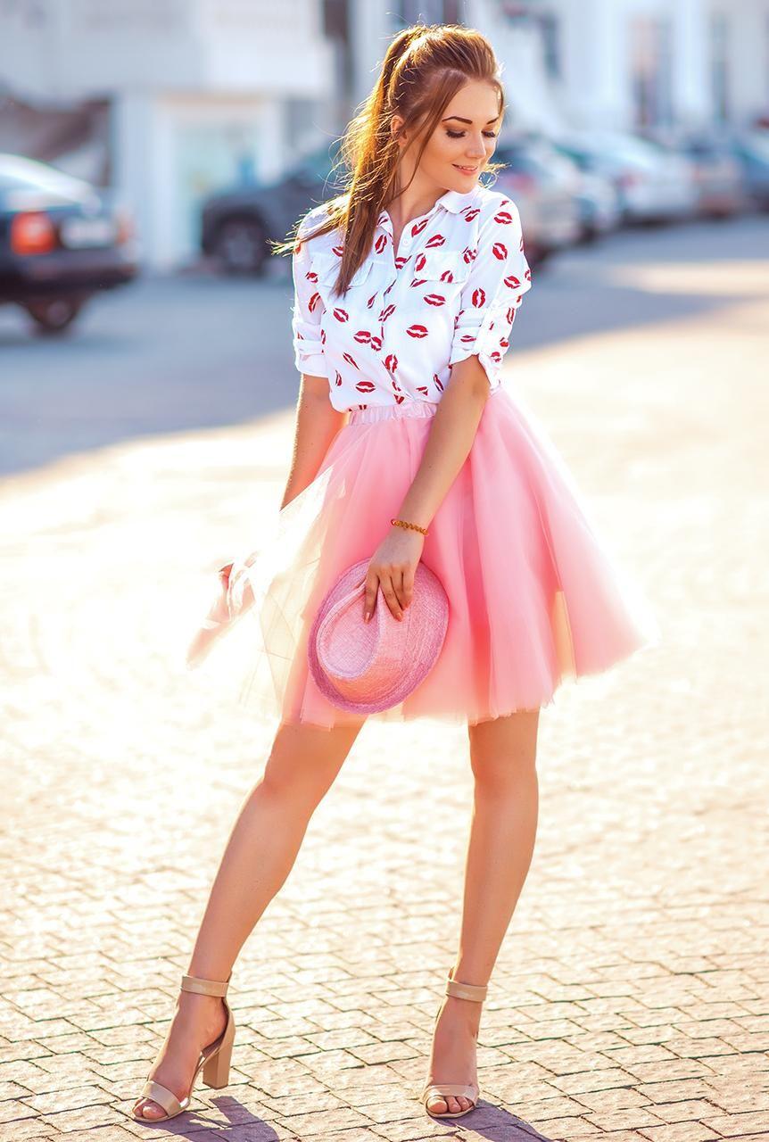 Vestido rosa con sandalia azul