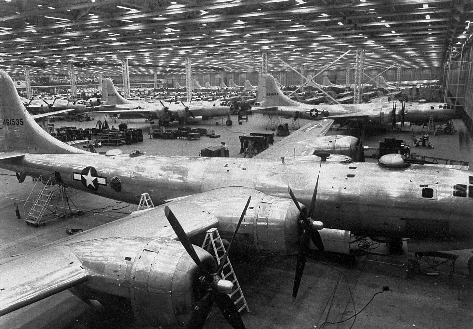 Boeing B-29 Superfortress bombers under construction ...