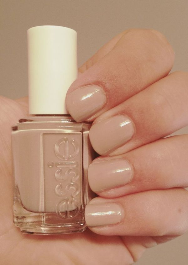 perfect nude. Essie nail polish in JAZZ