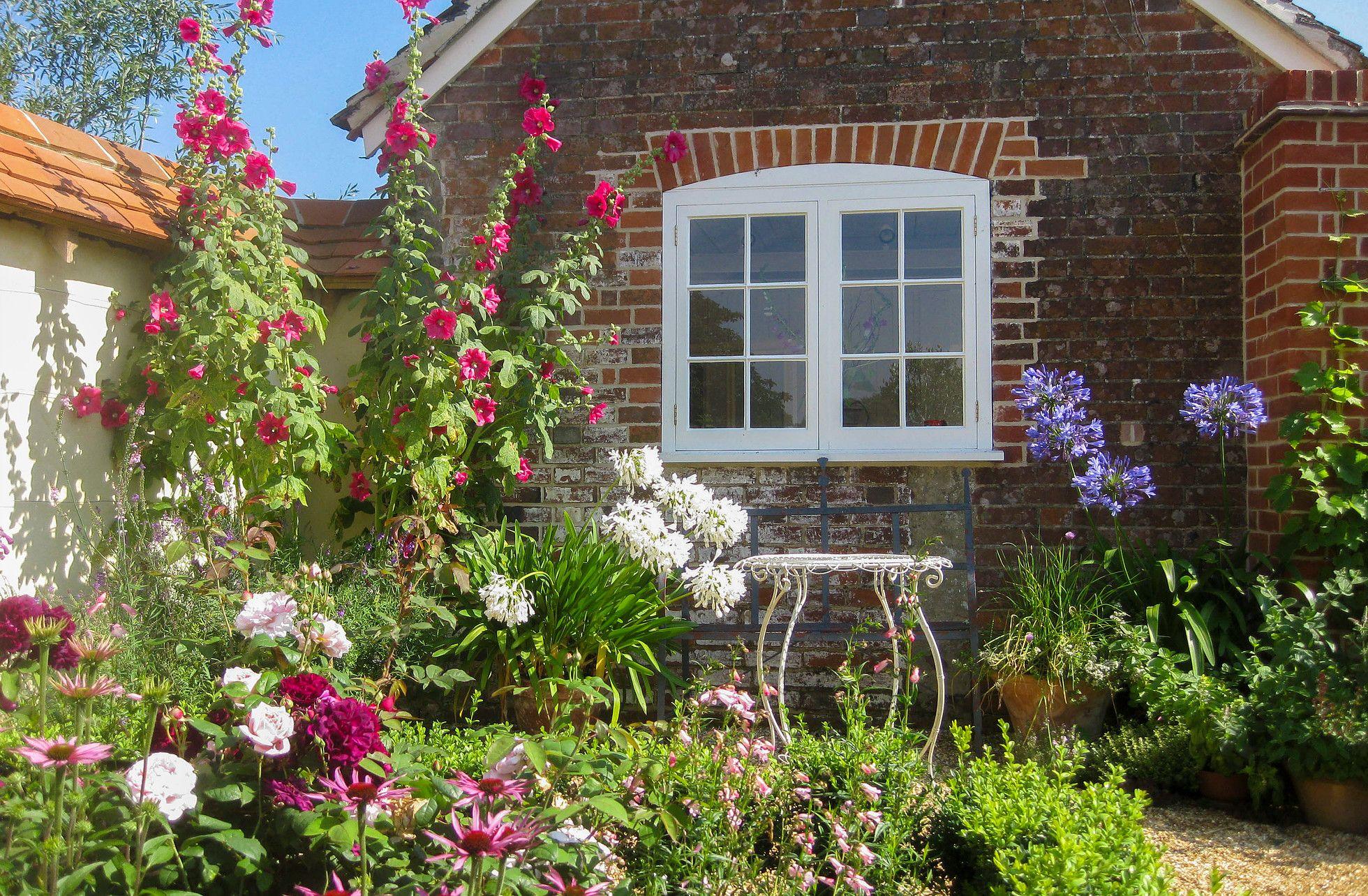 Taylor Tripp Garden Landscape Designers Winchester Village House Hampshire Fountains Backyard Landscape Design Pond Landscaping