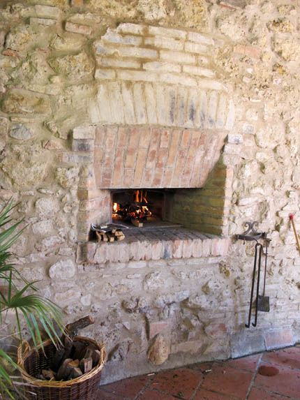 Wood Fired Oven In Italy A Love Affair Outdoor Fireplace Outdoor Oven Woodfired Pizza Oven