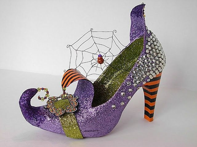How cute is this witch\u0027s shoe? A must make for Halloween decor - halloween cute decorations