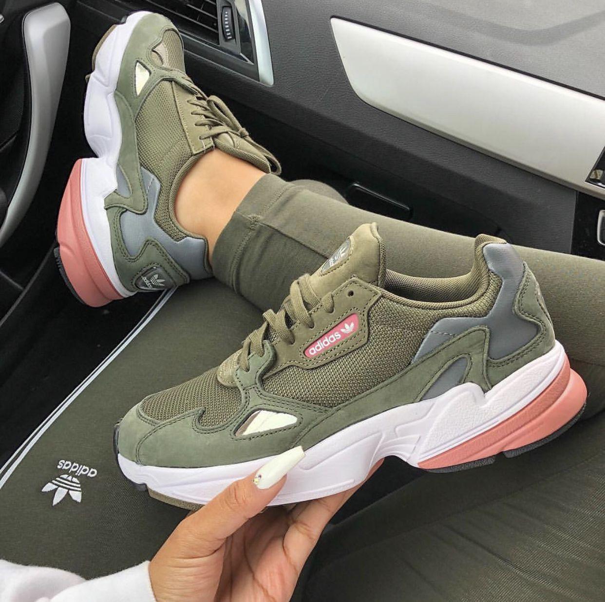Sneaker Bild von Emma auf Sneakers | Süße schuhe, Schuhe