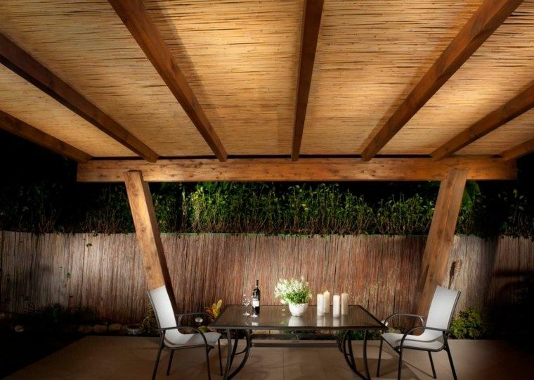 canisse pergola 35 id es pour un ombrage naturel pour bien profiter canisse canisse pergola. Black Bedroom Furniture Sets. Home Design Ideas