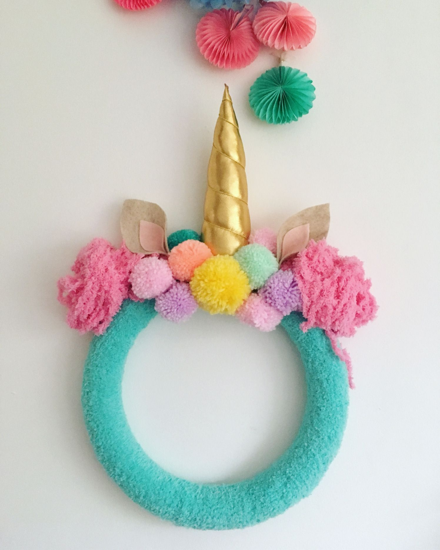 DIY Unicorn Wreath #unicorncrafts