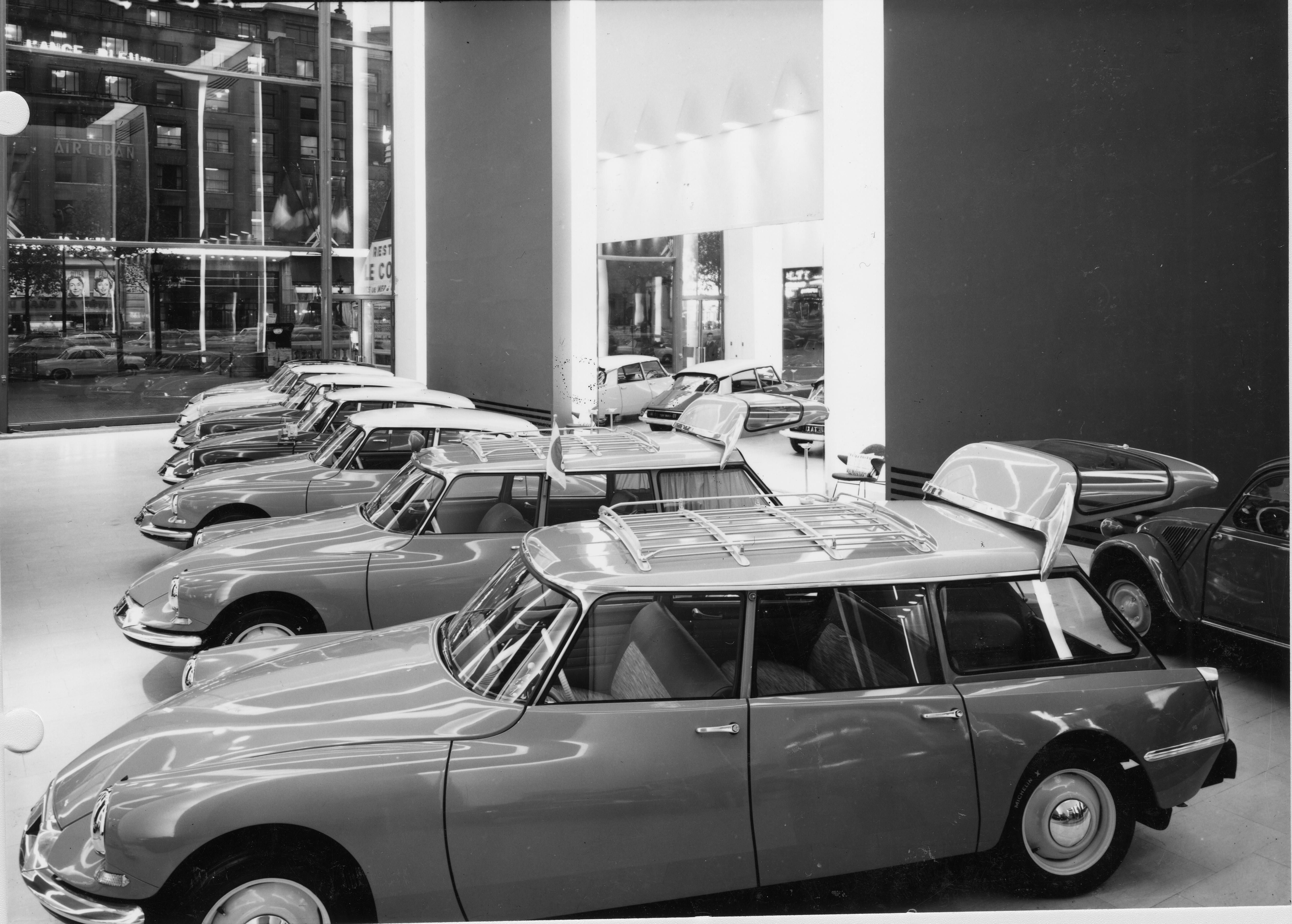 magasin des champs elys es 1959 citro n ds. Black Bedroom Furniture Sets. Home Design Ideas