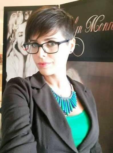 lunettes et cheveux courts