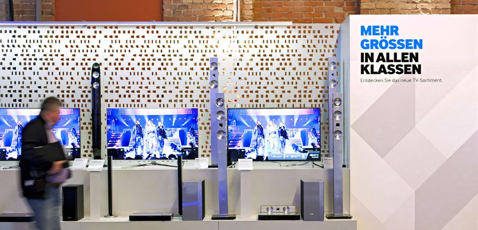 Dalziel and Pow Work Samsung Roadshow Retail design