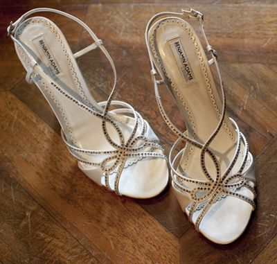 3a3c1ff76825 How to choose your perfect beach wedding shoes