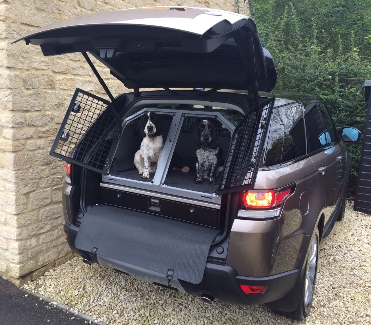 Fabulous Solution For Carrying Your Dogs And Valuables In Range Rover Sport Transk9 B27 Dog Box And Tl2 Storage Un Dog Kennel Dog Box For Truck Dog Equipment