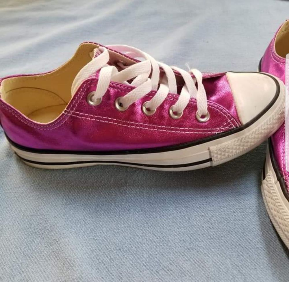Converse All Stars Womens Size 6 Hot