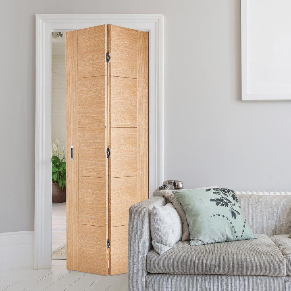 Vancouver Flush Oak Bifold Door Prefinished Lifestyle Image Newdoor Bifold Door Puertas Interiores Interiores Diseno De Banos
