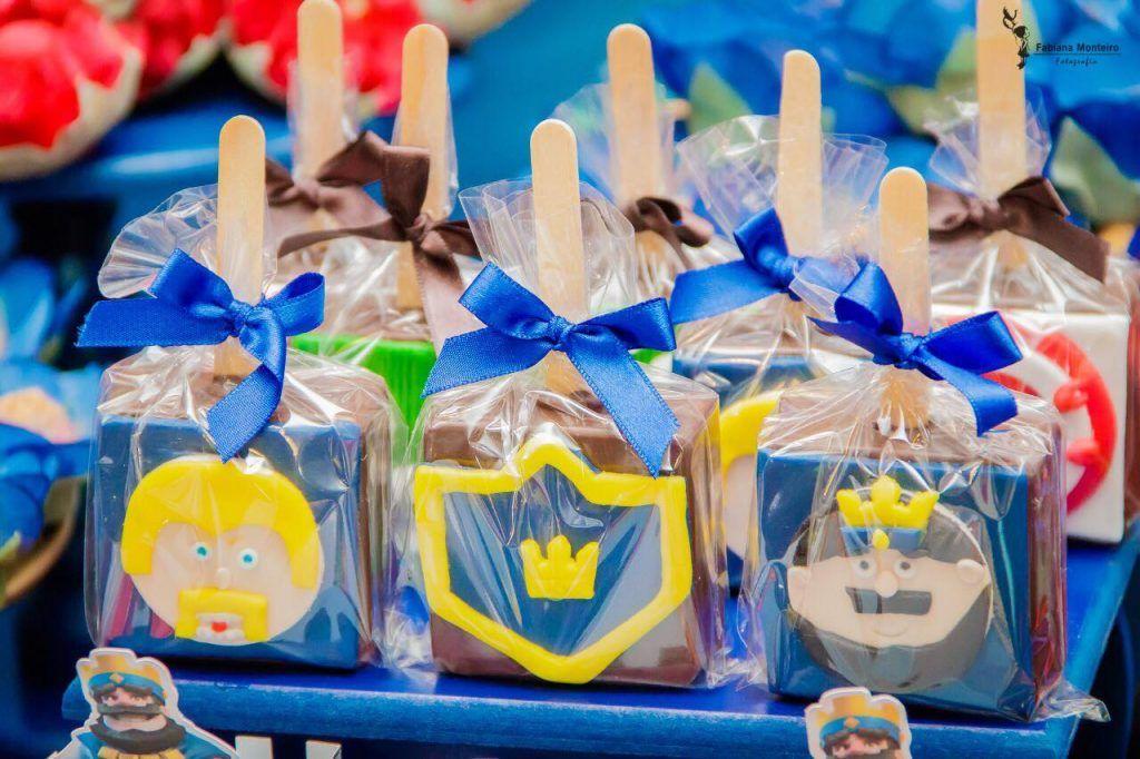 Pin de de ConfettiFabrique em Matheus | Festa clash royale