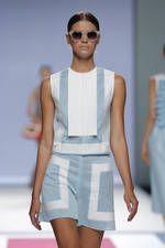 Devota & Lomba exhibe sus propuestas para primavera-verano 2016 sobre la pasarela de Mercedes-Benz Fashion Week Madrid - Ediciones Sibila (Prensapiel, PuntoModa y Textil y Moda)