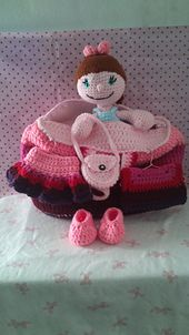 Doll with changeable clothes pattern by Mel Garcia Tello