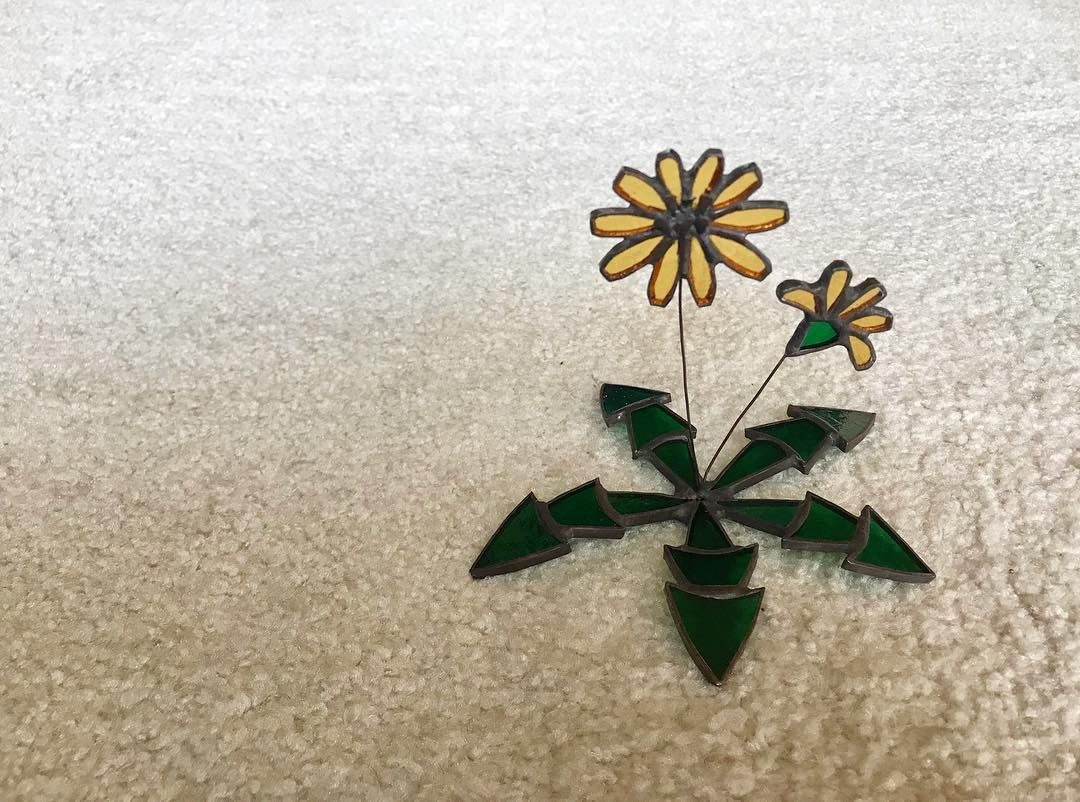 verre vert on instagram たんぽぽのオブジェ stainedglass ステンドグラス ステンドグラス雑貨 インテリア雑貨 ガラス タンポポ たんぽぽ 春雑貨 委託販売 たんぽぽ タンポポ ステンドグラス