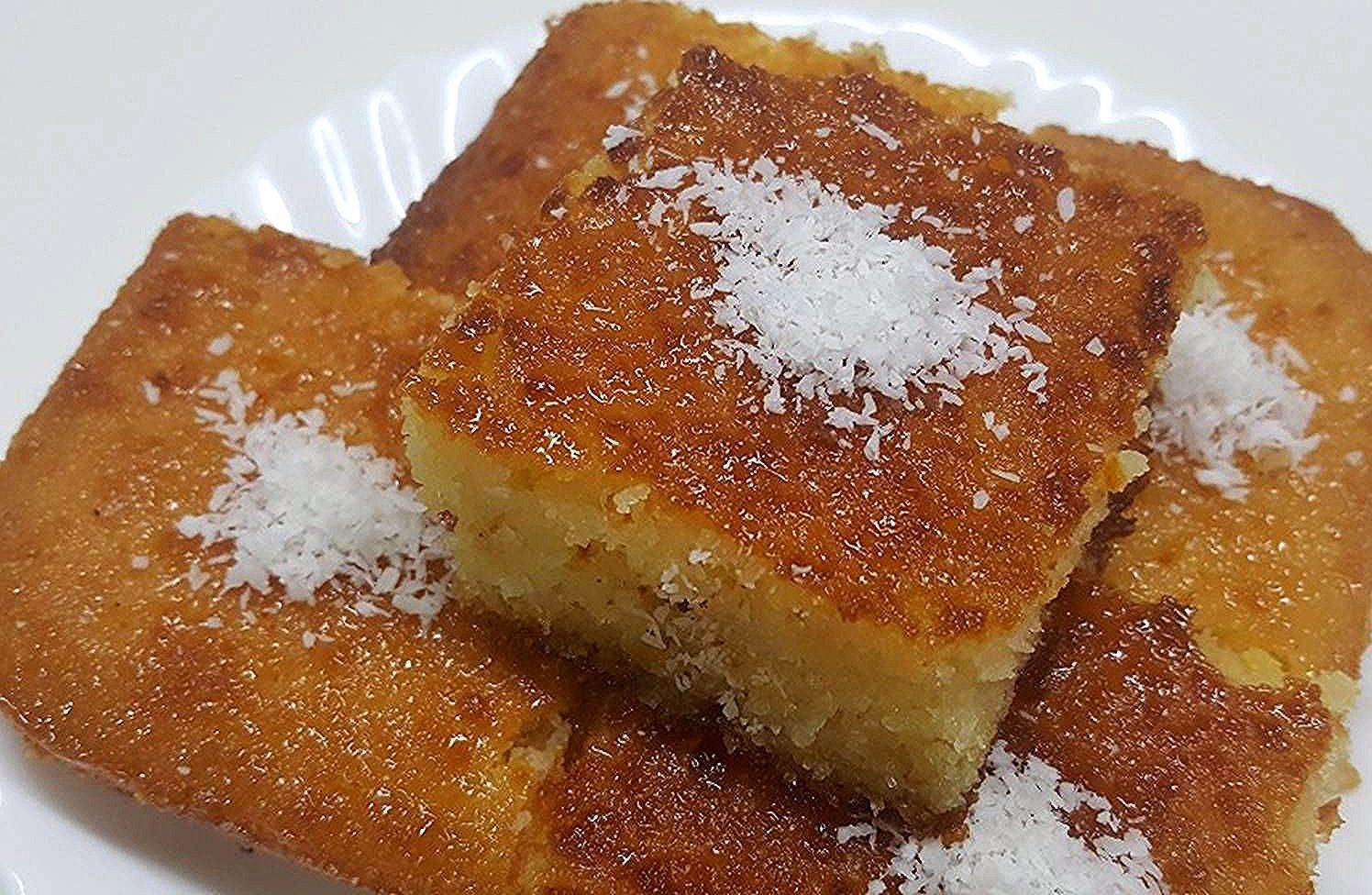 بسيمة او بسبوسة او كيكة جوز الهند بالصور من وصفات أم محمد الوردة البيضاء 1 كوكباد Recipes Food Breakfast