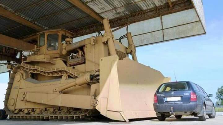 The Acco super bulldozer is the largest dozer EVER built. Only one was made. It weighs 366 thousand pounds with Twin 600 horsepower Caterpillar engine. It was built in Italy by the ACCO company