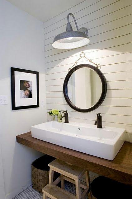 Houten (werkblad?) voor in de badkamer   Inrichting badkamer ...