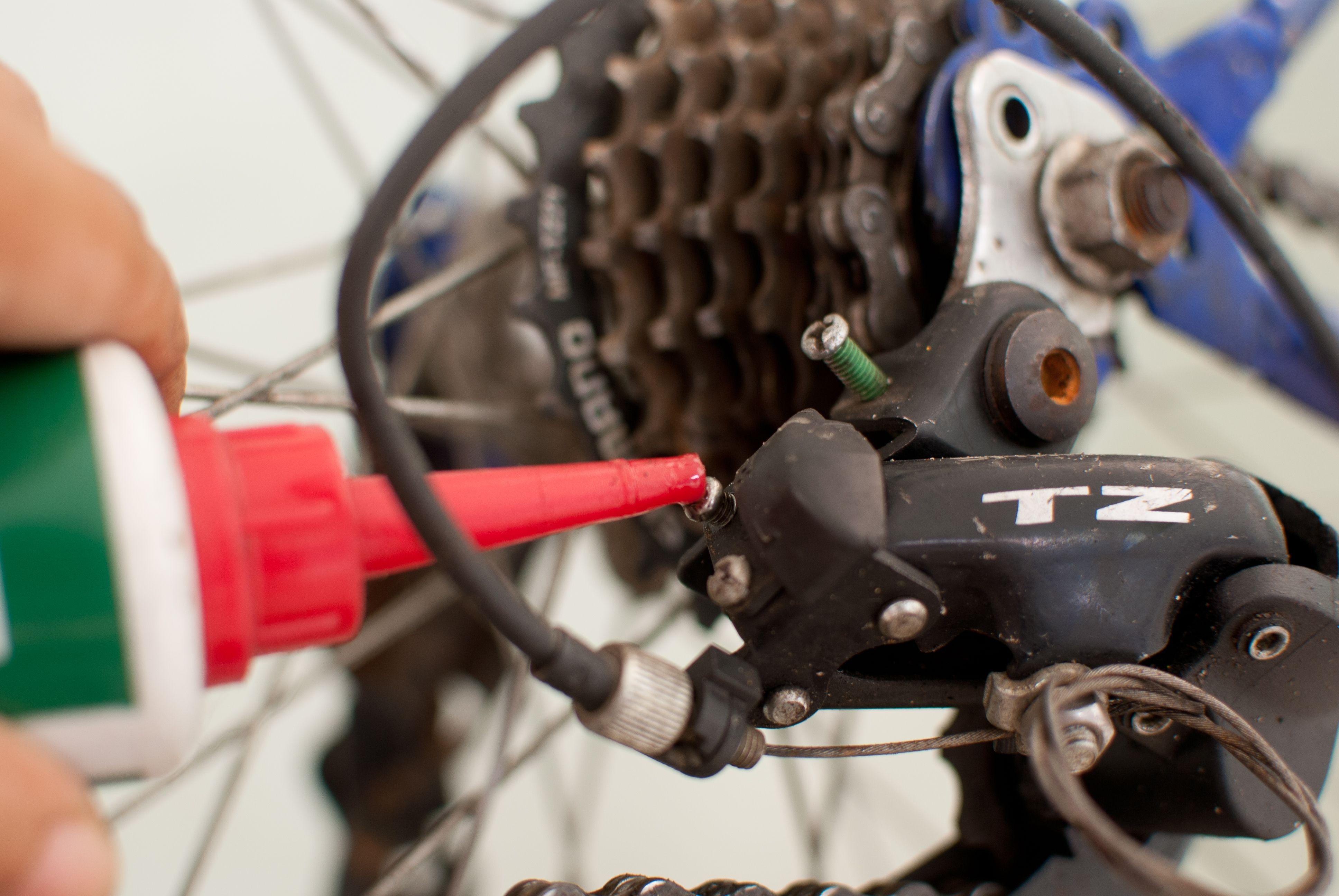 Adjust A Rear Bicycle Derailleur Best Bike Rack Diy Bike Rack Bike Humor