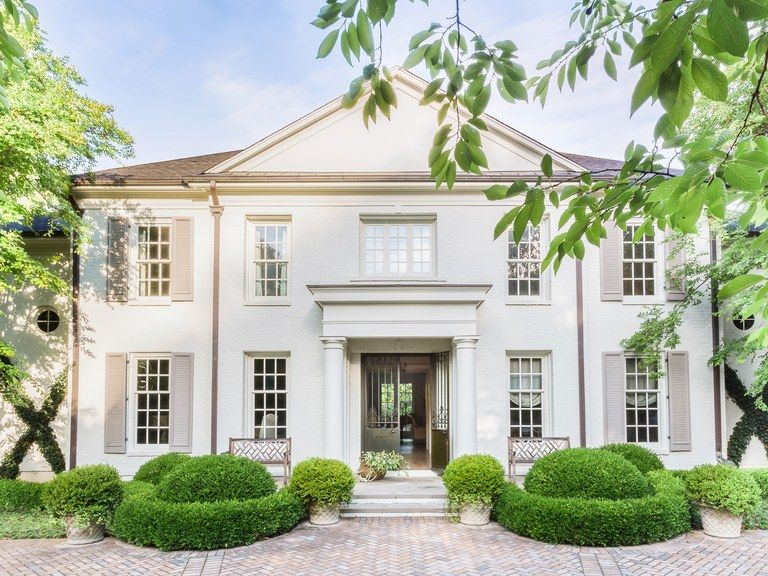 A Traditional Memphis Colonial Gets A Modern Transformation With