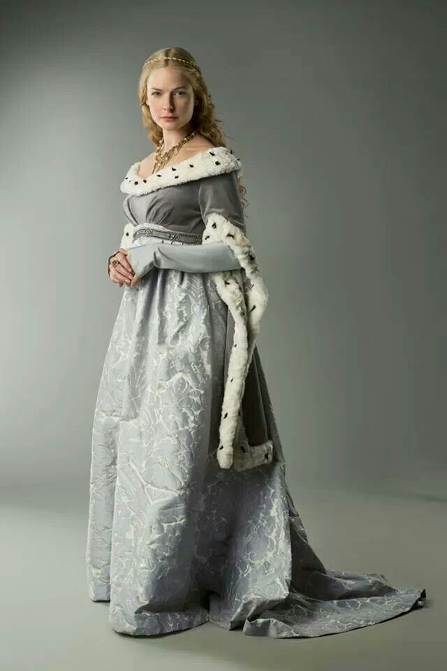 The historical fashions seem to be accurate for that period in history. See Facebook fan page THE WHITE QUEEN.