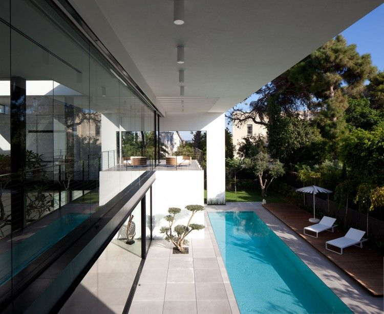Contemporary bauhaus residence built in the center of a historic avenue and at the very heart of haifas french carmel neighborhood israel