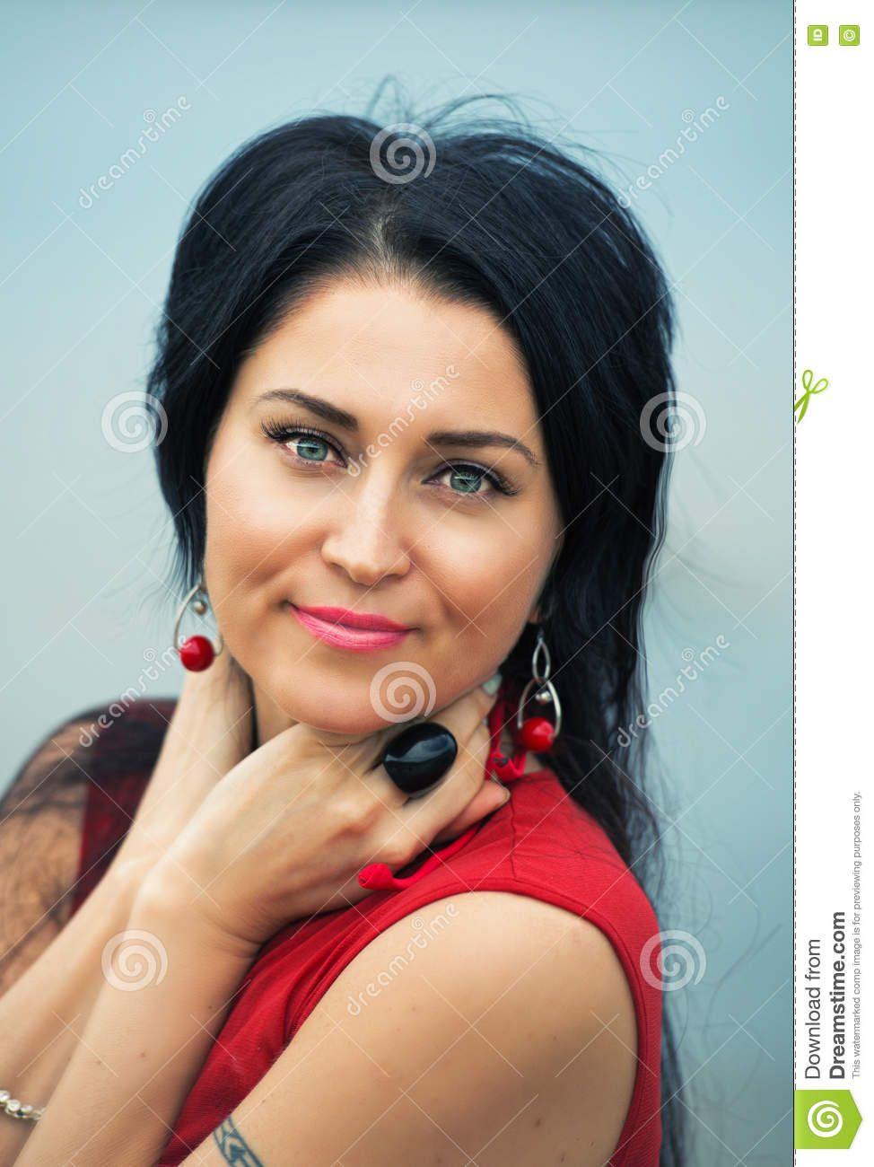 Retrato De Mujeres Morenas Hermosas - Descarga De Over 53 Millones de fotos  de alta calidad e imágenes Vectores% ee%. Inscríbete GRATIS hoy. b2716fe70e28