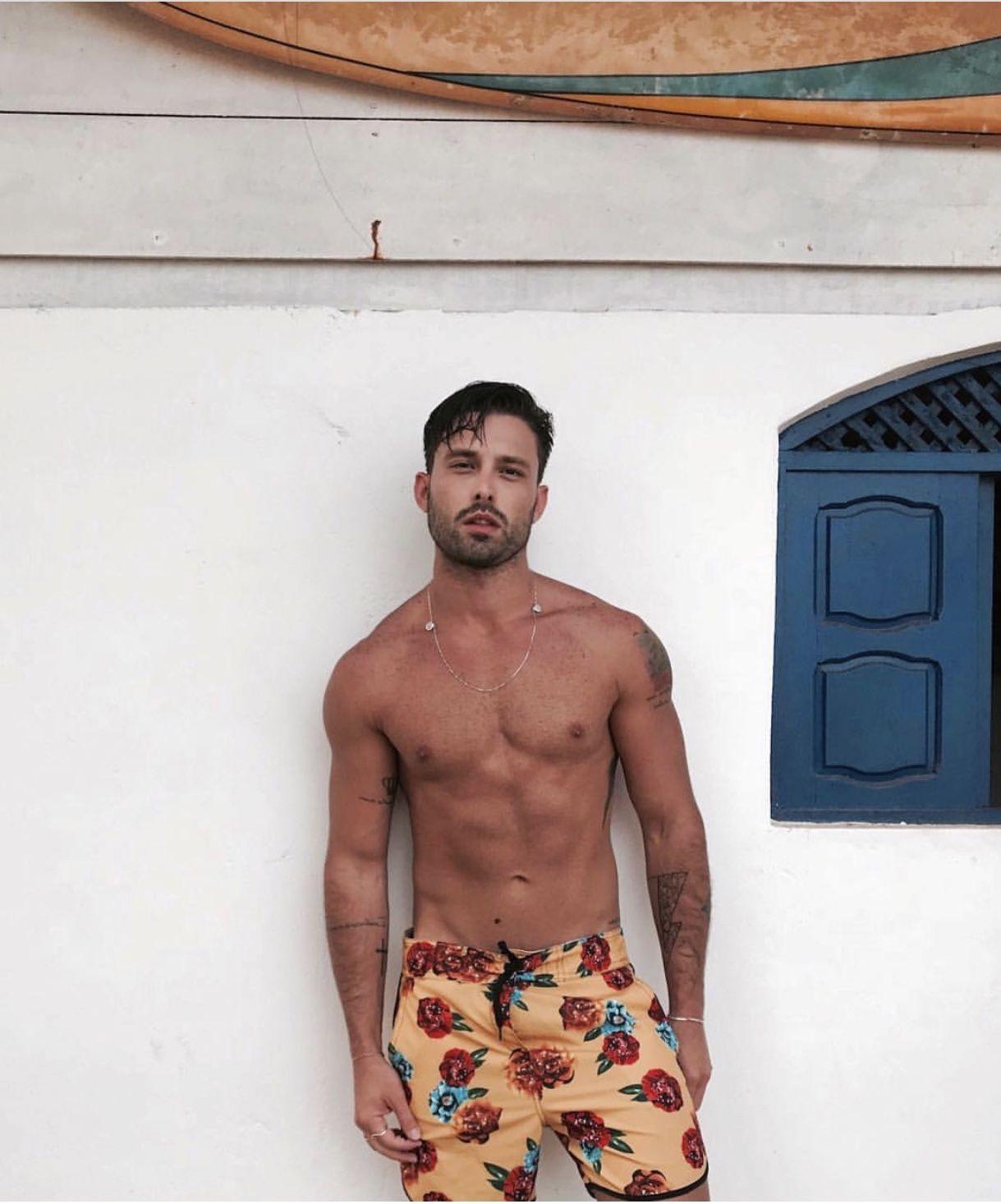 3bf15b59a4 Moda Praia para homens   Beachwear for Men • Inspirações de looks para você  curtir uma