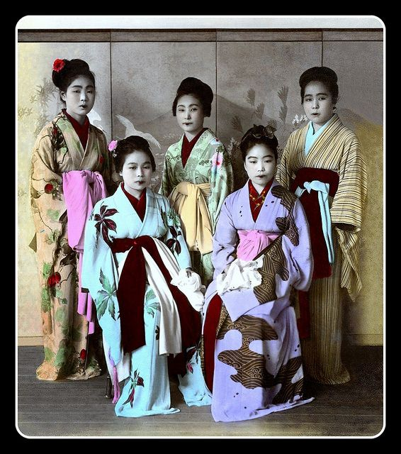 VICTIMS OF DOMESTIC HUMAN TRAFFICKING in OLD JAPAN -- Sad Faces in Pretty Kimonos par Okinawa Soba