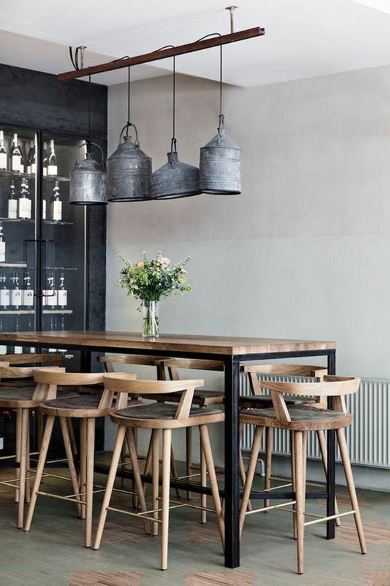 decoracion salon comedor. mesa alta y sillas de madera clara ...