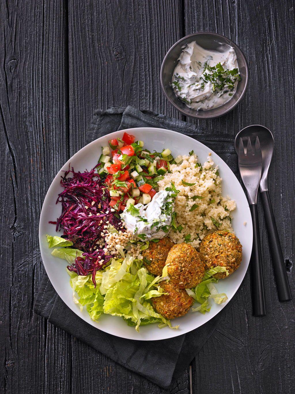 Orientalische Bowl mit Falafel und Joghurtsauce von McMoe | Chefkoch #vegetariandish