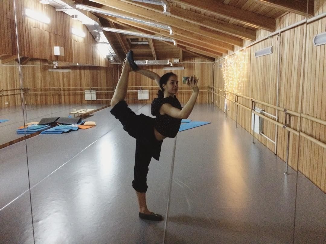 Ну как бы час ночи, самое время 🙈😂😂больше всего меня радуют домашние тапули)) #worldwideballet #balletstudio #балет #балерина #ballerina #dance