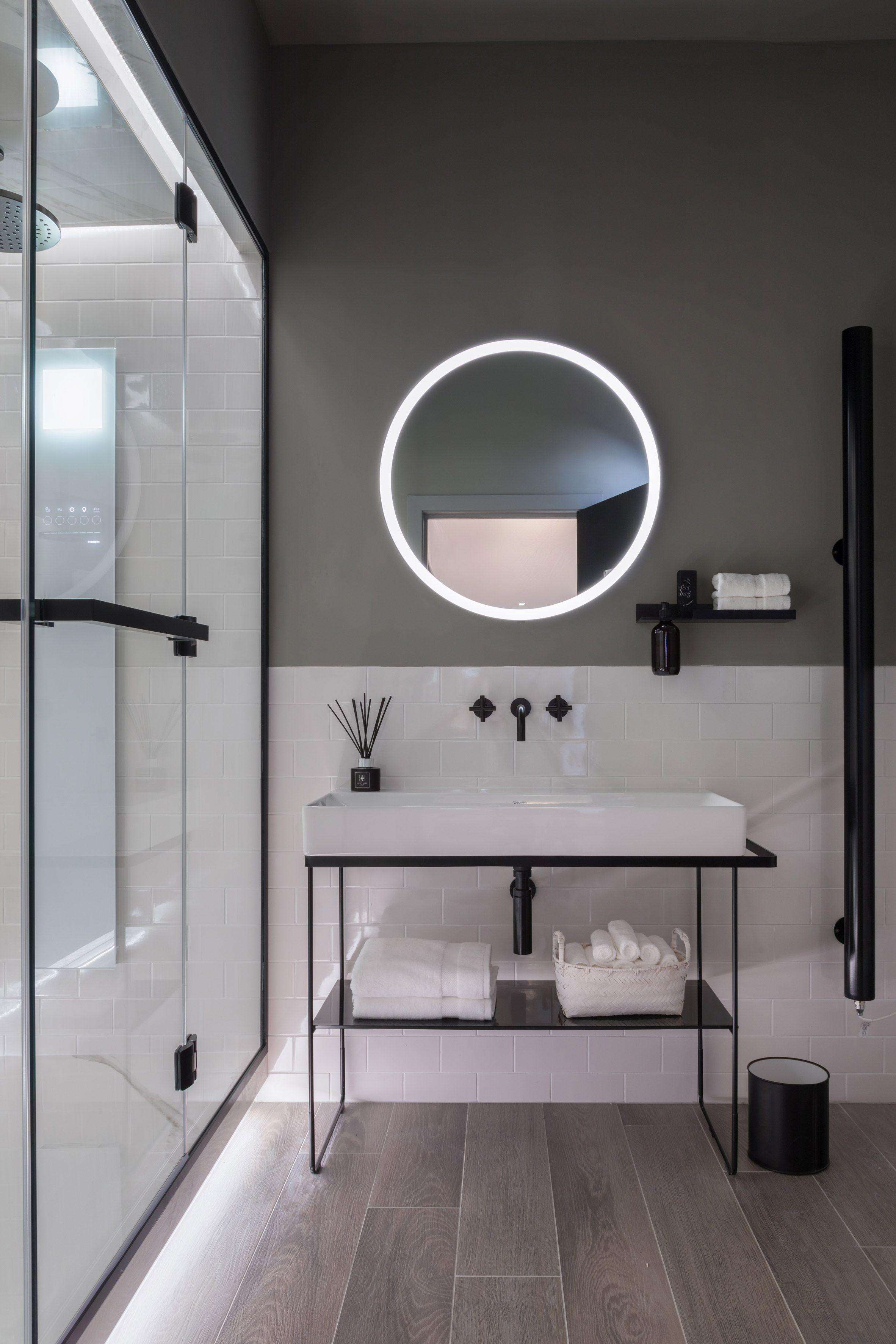 A Horizontal Shower Replaces The Bathtub In German Bathroom Brand Dornbracht S Futuristic Six Sq Bathroom Interior Bathroom Interior Design Spa Bathroom Design