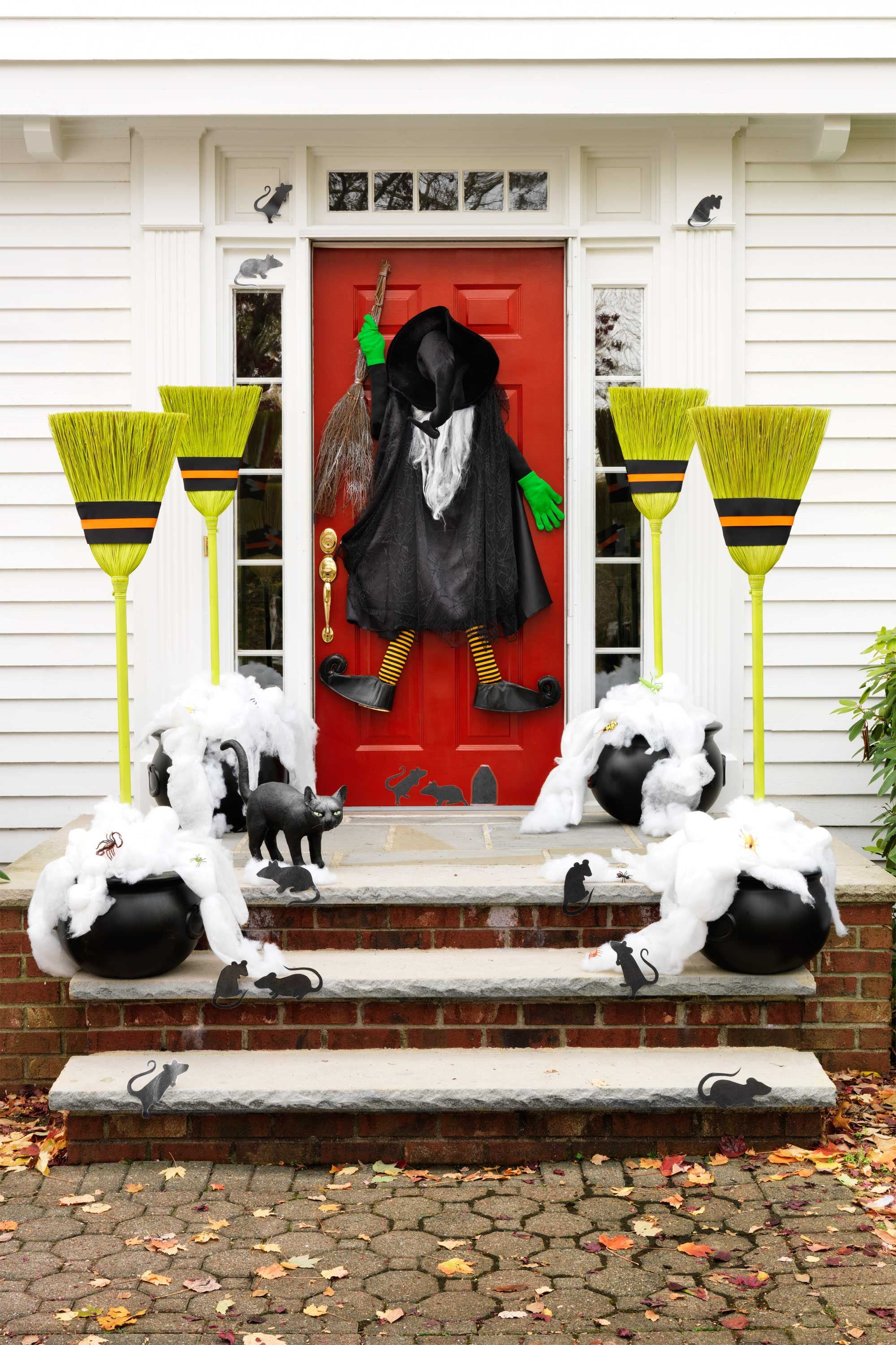 30+ Spooktacular Outdoor Halloween Decorations Pinterest Witches - Front Door Halloween Decorations