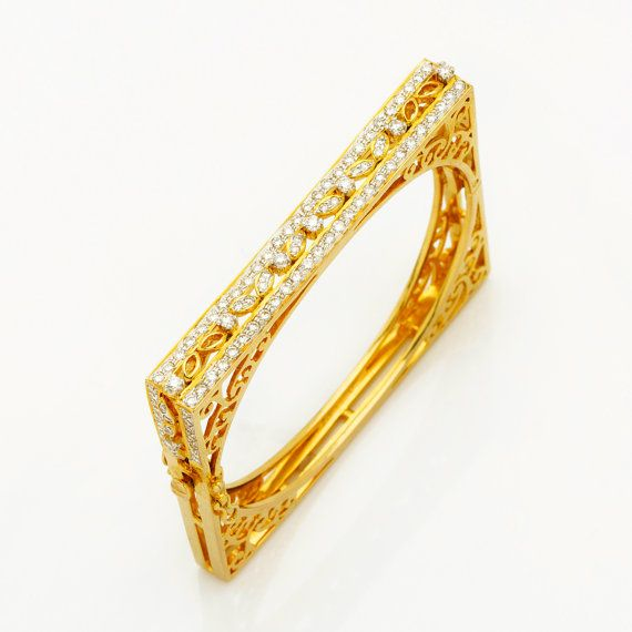 Diamond Bracelet in Square Shape in 18K yellow gold and 2.47