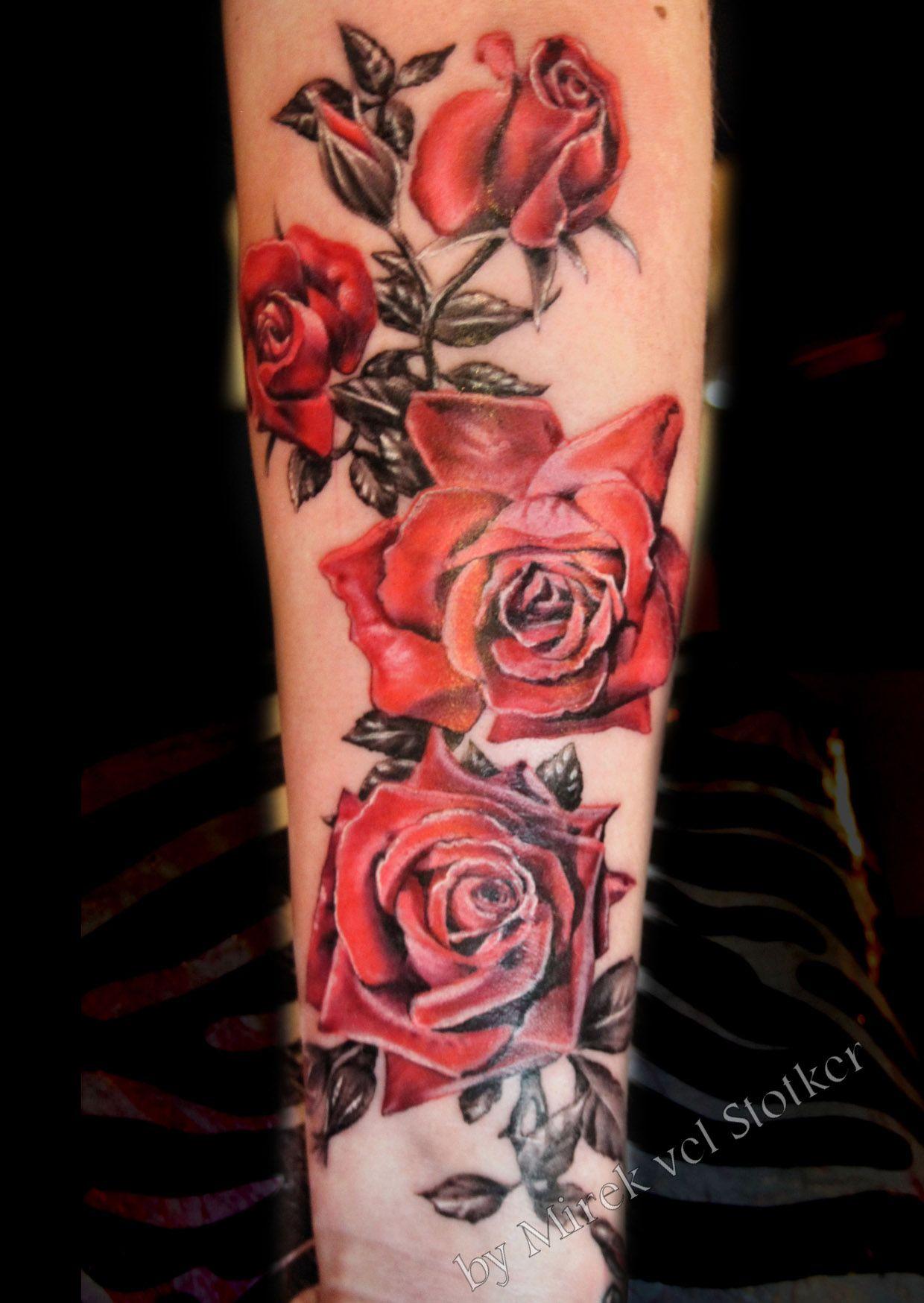 Red Roses With Black And Grey Leaves Tattoo By Mirek Vel Stotker Dovme Fikirleri Dovme Dovme Modelleri