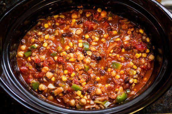 Slow Cooker Soy Chorizo Chili – I via veggiechick.com I #vegetarian #vegan #crockpot #slowcooker #traderjoes