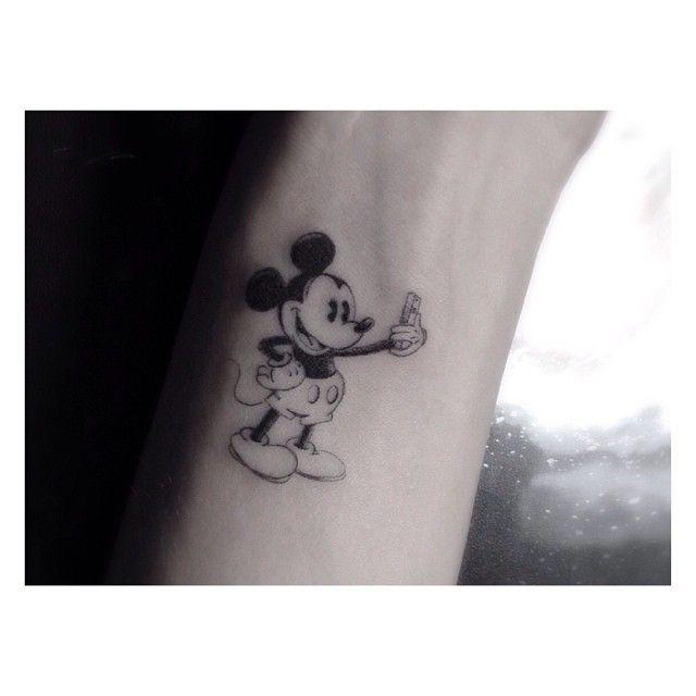 chiara ferragni mickey mouse tattoo - Buscar con Google