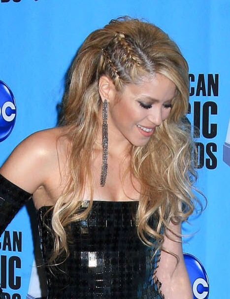 Shakira With Side Cornrows Natural Curls Hairstyles Side Braid
