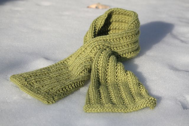 Chic Knitting Patterns : Chic Keyhole Scarf by Bonne Marie Burns Free Knitting Patterns (Scarves) ...
