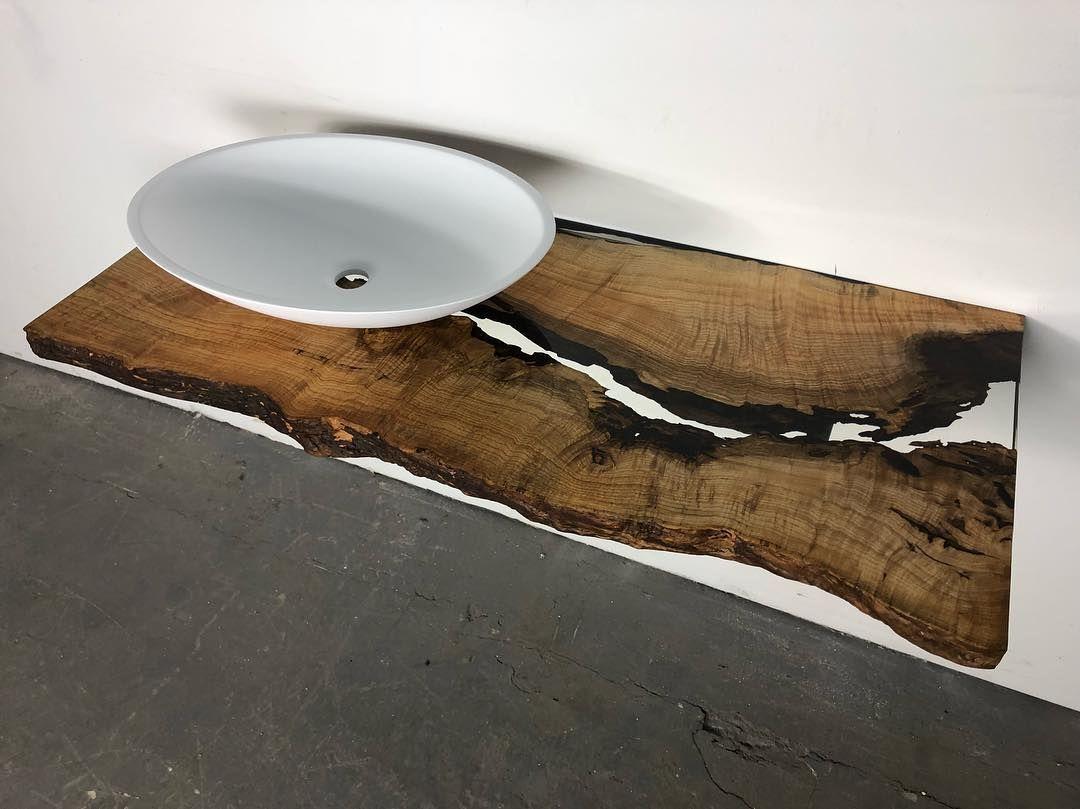 Waschtisch Aus Eschen Holz Mit Epoxidharz Gefullt Und Solid Surface Aufsatzwaschbecken One Bath De Badezimmer Badezimme Coffee Table Decor Home Decor