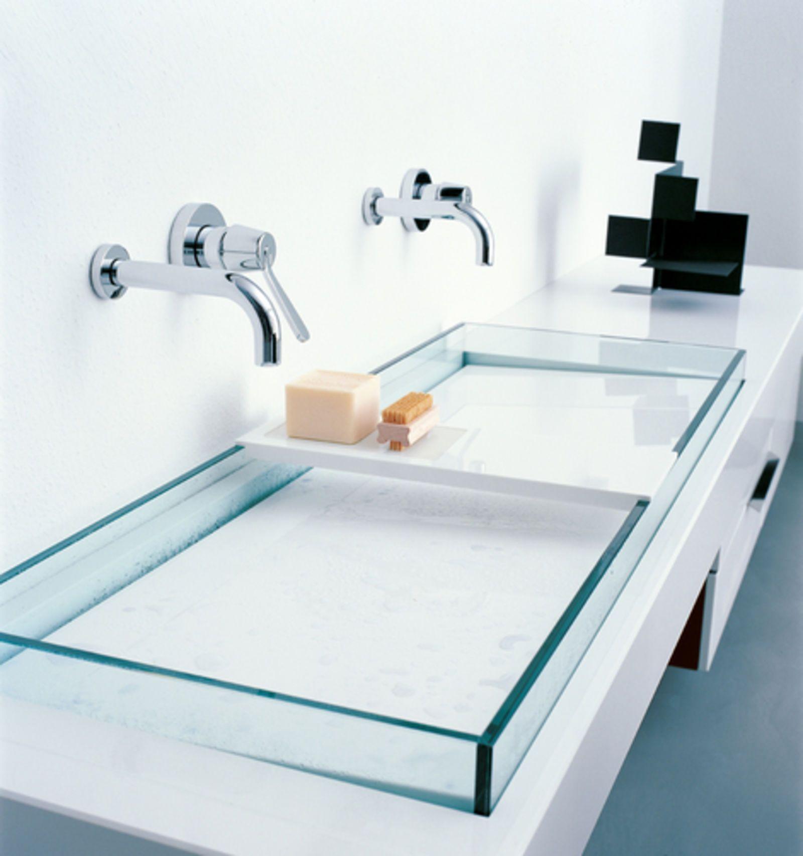 Ensuite badezimmerdesign futuristische badezimmer modernes waschbecken aus glas designed by