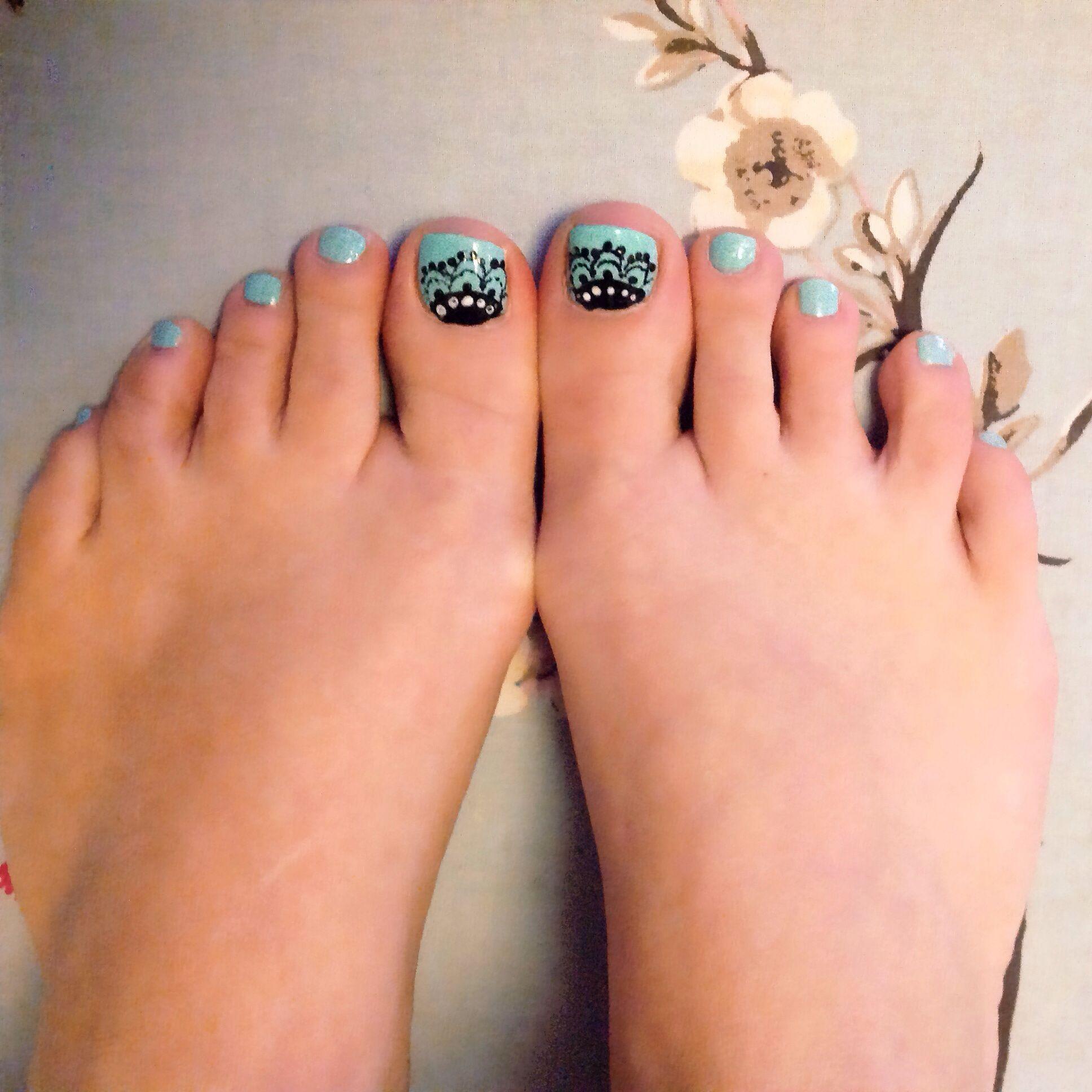 Lace Effect Nail Art On My Toes Using Basic Nail Polish Pedicura