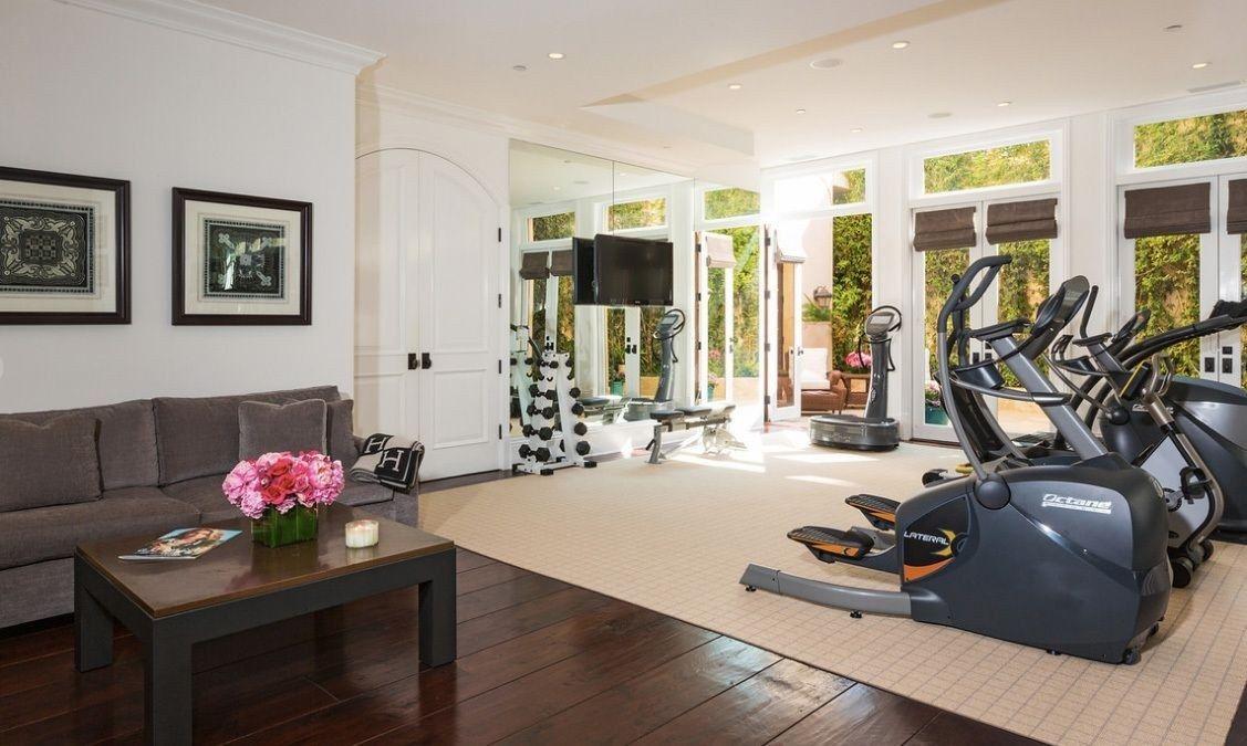 Gigi and Bella Hadid's Parents' Malibu Mansion Sold for $19 Million | Teen Vogue