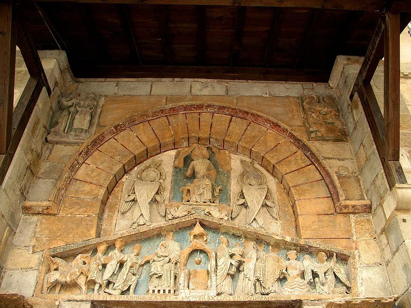 Clermont-Ferrand - Basílica de Nostra Senyora del Port - Timpà - South portal of Notre-Dame du Port — 229) IMAGES REVUES: Il est pourvu à l'extérieur d'un tympan sculpté légèrement postérieur à la construction de l'église et dont nous dirons quelques mots plus loin. Deux chapiteaux historiés font face à l'entrant et marquent une ponctuation remarquablement forte dans le décor de la nef (Fig 112 et 113 ci-après).