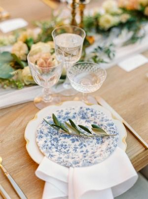 Adoring This Simple Yet Chic Place Setting.